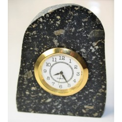 Zegar w diabazie porfirowatym ze Skandynawii