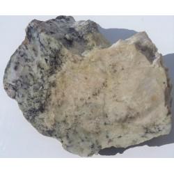 Polerowany okaz skarnu z Gromnika w Masywie Strzelińskim