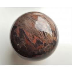 Polerowana kula z unikatowej skały - keratofiru